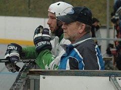 SPOKOJENOST. Hokejbalisté Bazzy Děčín ovládli zákldní část.