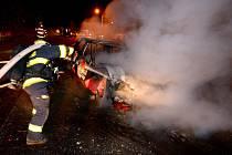 Dopravní nehoda automobilu s následným požárem.