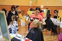 S VLNOU DO SPOLEČNOSTI. Takové bylo téma prvního ročníku kadeřnické soutěže Děčínská vlna, kterou uspořádala  Střední škola řemesel a služeb v Děčíně.