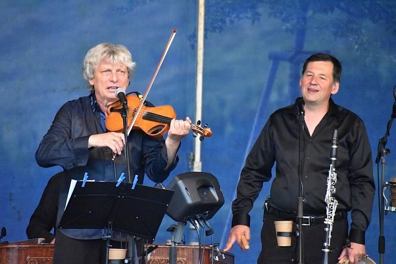 O další koncert v zámeckých zahradách v Děčíně se postaral Hradišťan s Jiřím Pavlicou.