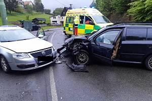 V Ludvíkovicích havarovala dvě auta. K nehodě vyjeli hasiči