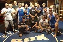 SLAVILI. Boxeři BC Rohovník Armex Děčín doma porazili Třeboň 10:6 a vybojovali v extralize konečné druhé místo.