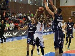 DEBAKL. Děčínští basketbalisté dostali v prvním finále od Nymburku ukrutný nářez.