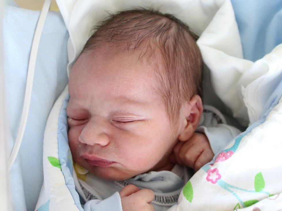 Rodičům Zuzaně a Františkovi Hnízdilovým z Jiříkova se v pondělí 5. listopadu ve 4:11 hodin narodil syn Lukáš Hnízdil. Měřil 49 cm a vážil 3,33 kg.