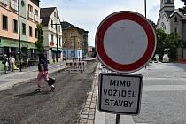 Tržní ulici v Děčíně v Podmoklech vyfrézovali.