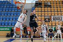 Děčínští basketbalisté prohráli na půdě Hradce Králové 83:77 a sezona pro ně skončila.