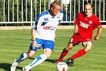 FK VARNSDORF (v červeném proti ústecké Armě) remizoval s Jihlavou 3:3.