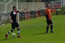 DOBKOVICE (tmavé dresy) vyhrály 3:2 v Děčíně nad Unionem.