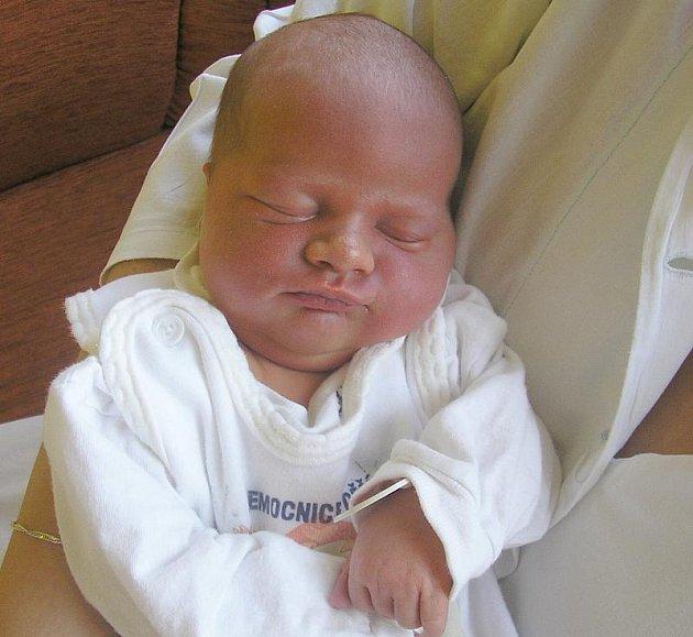 Lence Kaftanové z Benešova n/Pl. se 27. července ve 21:22 v děčínské porodnici narodila dcera Nelly Sofie. Měřila 51 cm a vážila 3,43 kg.