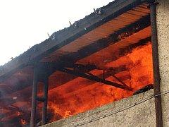 Požár seníku v Hliněné u Malšovic.
