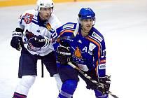 JAN FILIPOVSKÝ (vlevo) byl jediným střelcem Děčína v Kolíně. Medvědi prohráli 1:2.