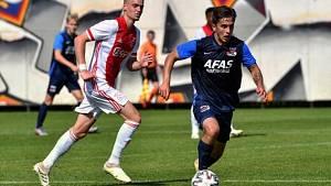 V dresu juniorky Alkmaaru v utkání proti Ajaxu.