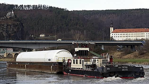 Lodní nákladní doprava na Labi. Ilustrační fotografie.