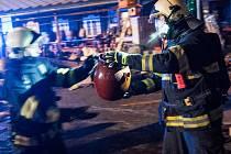 Během silvestrovské noci začala hořet jedna z tržnic v Rožanech u Šluknova.