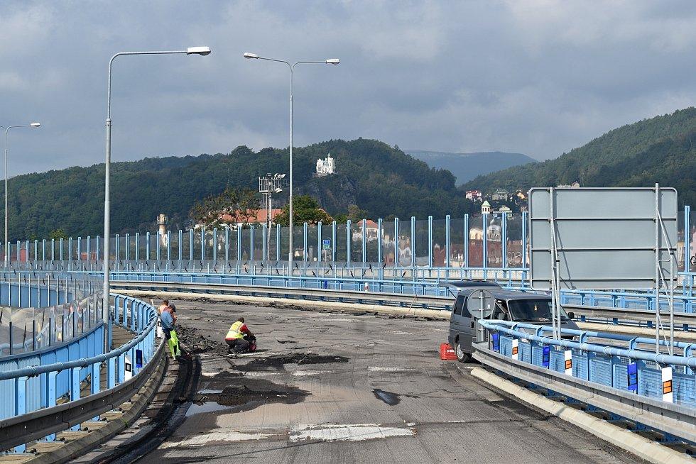 Na děčínském Nové mostě pokračuje oprava jeho části.