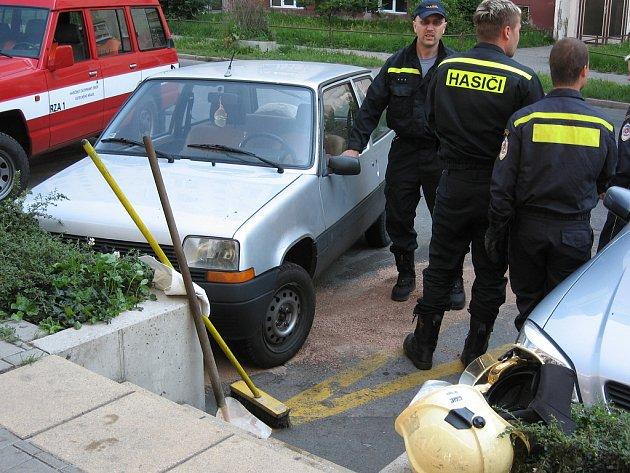 Hasiči zasahovali na Pražské ulici.