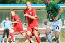 FK VARNSDORF (v červeném) prohrál 0:5 s Jabloncem nad Nisou.