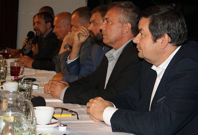 Debata kandidátů na hejtmana na děčínské Střelnici.