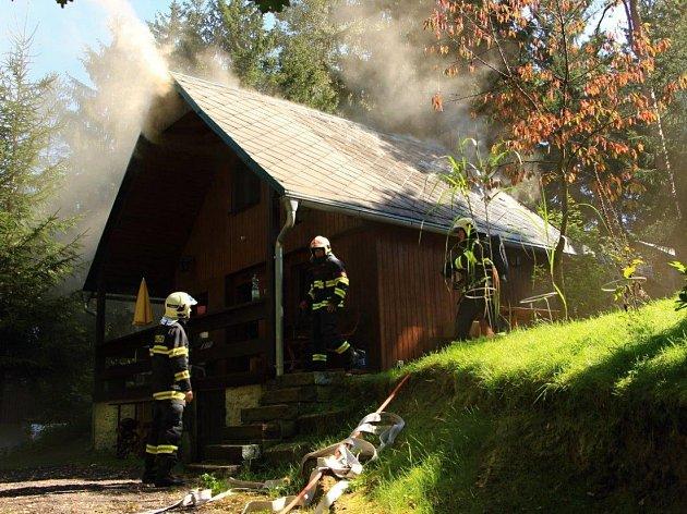 CHATU se hasičům podařilo zachránit.