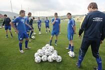 Prvoligoví fotbalisté Teplic nabírají kondičku v Modré na Děčínsku.