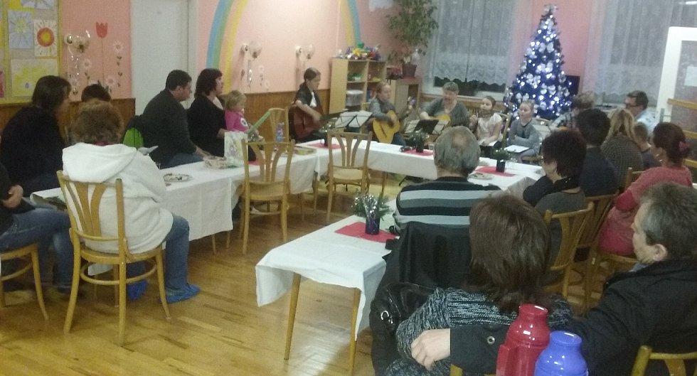 Česko zpívá koledy v DDM Rumburk.