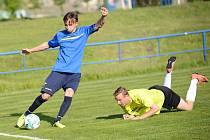 DERBY. Rumburk (v modrém) vyhrál v České Kamenici 2:0.