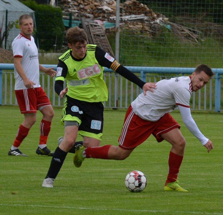 Jílové (v bílém) vstoupilo do krajského Korona Cupu vítězstvím 6:1 nad Litvínovem.