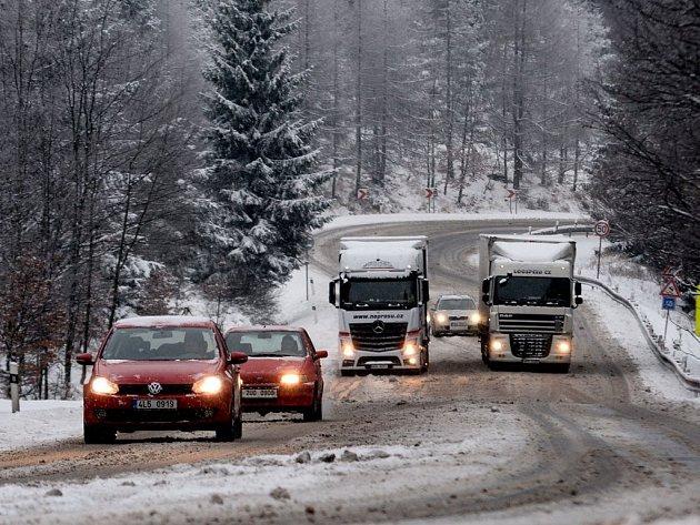 Sníh komplikoval dopravu také na Šébru.