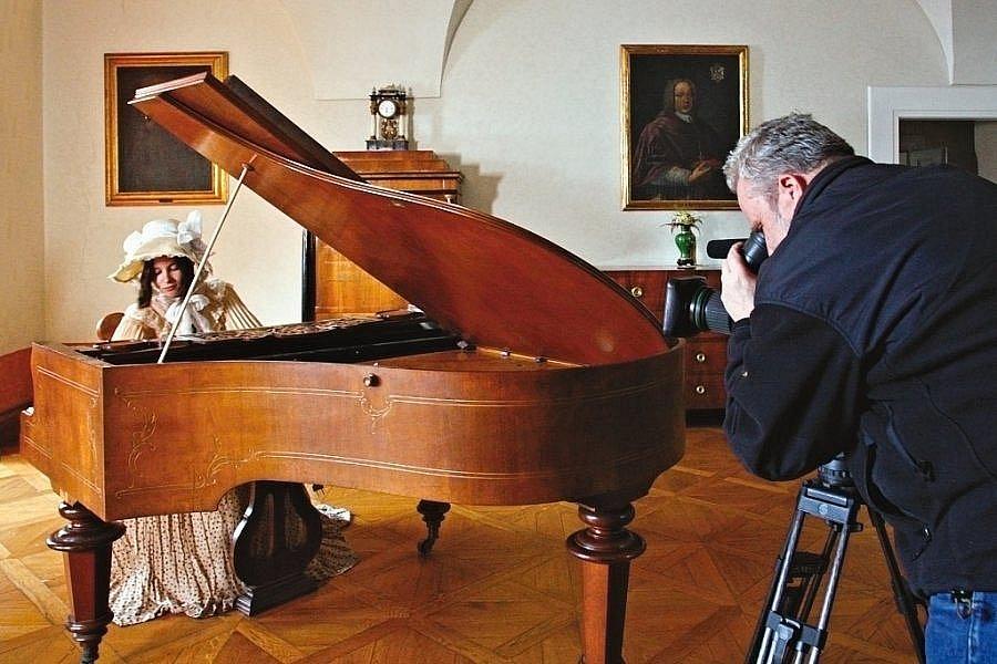 Televize i rozhlas na děčínském zámku natáčely pořady k dvousetletému výročí Fryderyka Chopina.