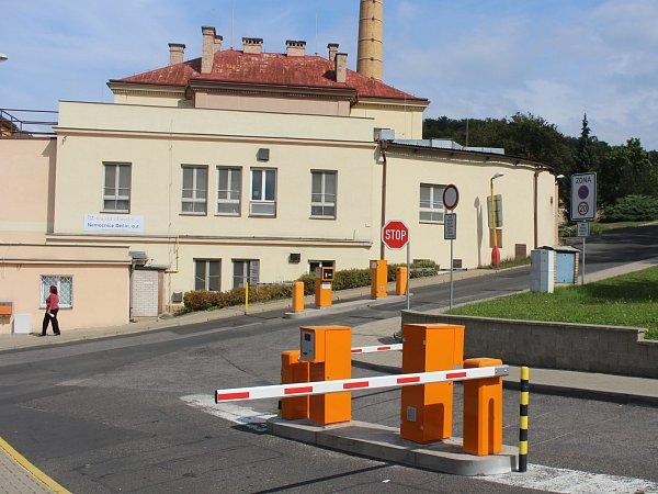 Placené parkoviště vděčínské nemocnici.
