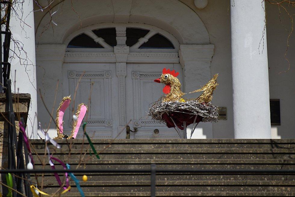 Děčínské zámecké zahrady se zahalily do velikonočního hávu.