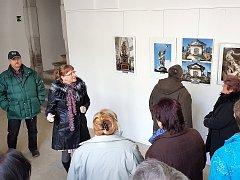 Výstava fotografií v ambitu kláštera dominikánů v Jablonném v Podještědí.