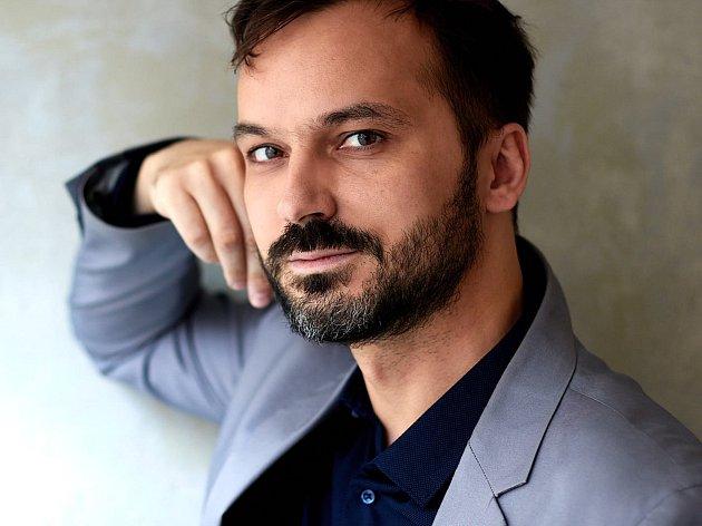 Spisovatel Daniel Petr pochází z Jiříkova na Děčínsku.