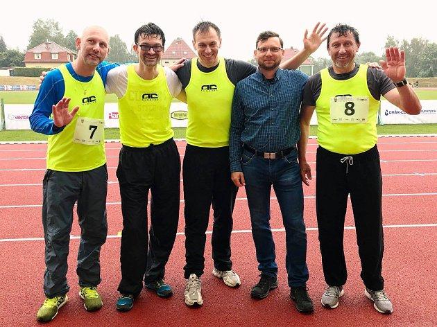 Jiří Vejdělek (uprostřed) v Rumburku.