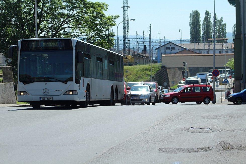 Dopravní situace je v Děčíně kvůli řadě uzavírek velmi komplikovaná.