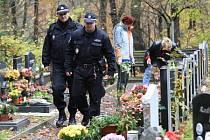 Strážníci děčínské městské policie nyní kontrulují hřbitovy intezivněji