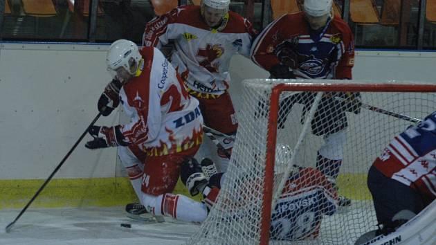 ŠKODA. Děčínští hokejisté byli blízko vítězství, nakonec ale prohráli po samostatných nájezdech.