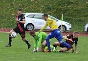 PRVNÍ VÍTĚZSTVÍ! Varnsdorf (ve žlutém) doma porazil Frýdek-Místek 1:0.