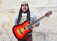 Zpěvák Michal Šeps pořádá se svou kapelou benefiční koncert.