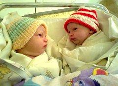Zuzce Štoskové z Rumburka se 18. prosince 2012 narodila v rumburské porodnici v 00:05 dcera Emička Štosková, měřila 50 cm a vážila 3,28 kg a v 00:15 dcera Anežka Štosková, měřila 48 cm a vážila 3 kg.
