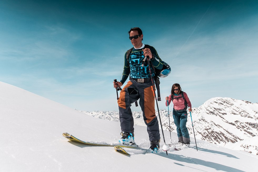 CESTOPIS. Eva Samková a Tomáš Kraus při natáčení cyklu Alpami nejen za sněhem.