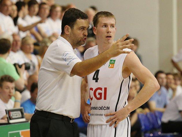 BĚŽ A ROZHODNI TO! Jakoby říkal trenér BK Děčín Pavel Budínský mladému Tomáši Vyoralovi.