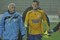 KOLAPS! Varnsdorf (ve žlutém) ztratil vyhraný zápas, v Mostě prohrál 1:2.
