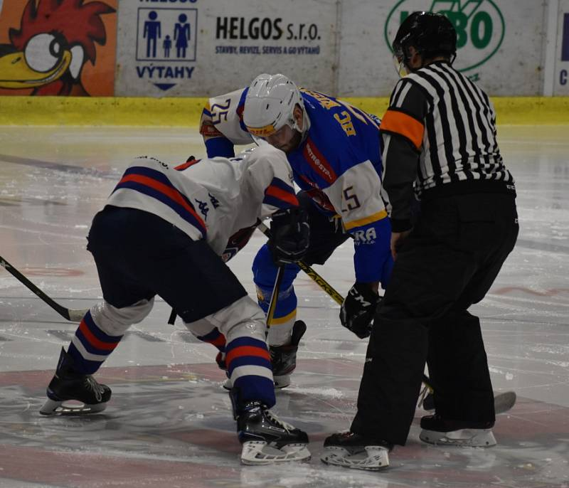 PRVNÍ ZÁPAS ZVLÁDLI. Děčínští hokejisté doma porazili Řisuty 6:3 a ujali se vedení v sérii.