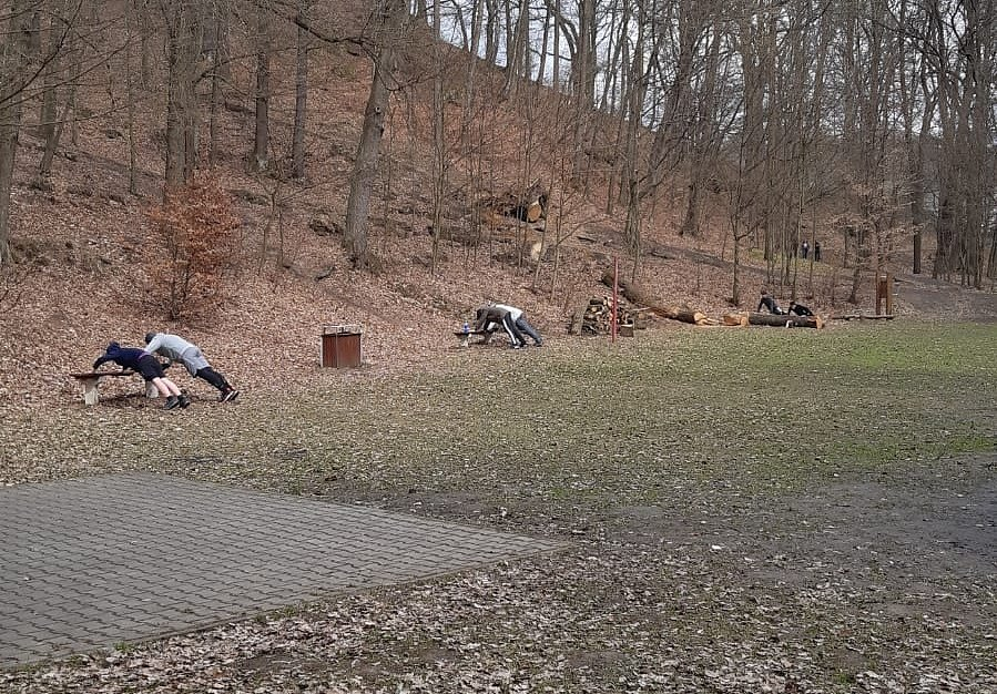 Děčínská basketbalová mládeže využívala prostory venkovní posilovny.