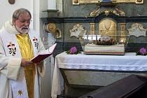 Při poutní mši přijal českokamenický děkan zpět ostatky sv. Heliodora (nar. 330 n.l.), které vrátilo litoměřické biskupství.
