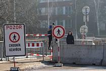 Kvůli stavbě Vilsnické spojky bylo nutné uzavřít i některé chodníky.