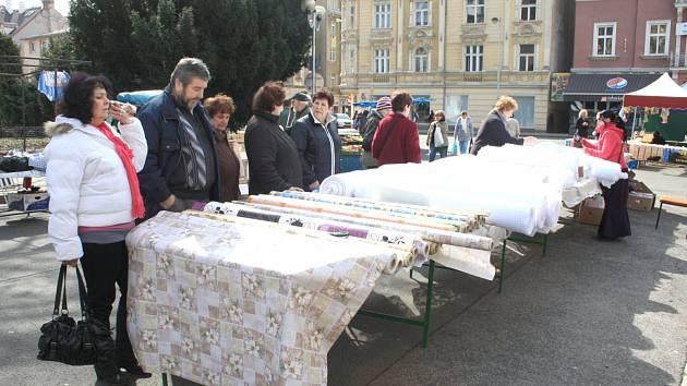 Farmářský trh na Husově náměstí v Děčíně.