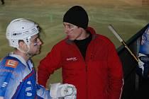 Trenér HC Děčín Aleš Havlík při domácím utkání proti HC Most.