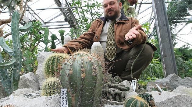 Libor Kunte, ředitel Střední zahradnické a zemědělské školy Děčín Libverda, skončí nejspíš za mřížemi. Je totiž vášnivým kaktusářem a v jeho obsáhlé sbírce nechybí ani stovky kaktusů s obsahem meskalinu.